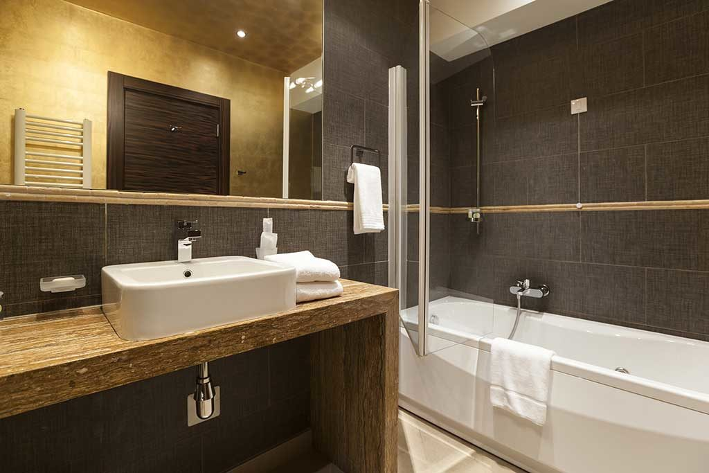 Bathroom Remodeling on 2484 Roscomare Rd, Los Angeles County